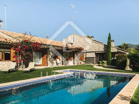 5-bedroom villa with a pool for sale in Alfinach