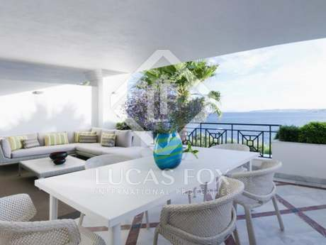 Luxury 3-bedroom beachfront apartments for sale in Estepona