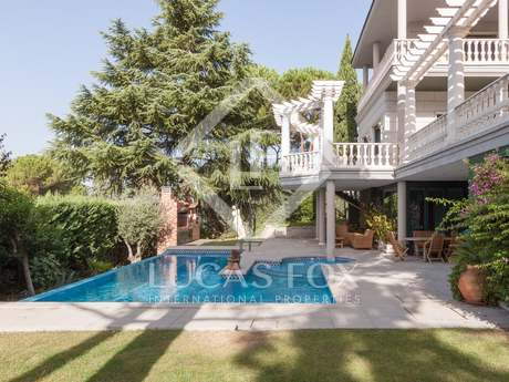 Classic style 5-bedroom house to buy in Conde Orgaz, Madrid