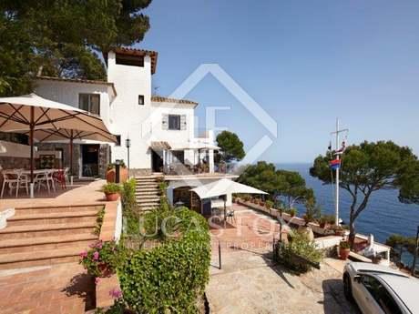 Costa Brava villa in Llafranc for sale some steps from the sea