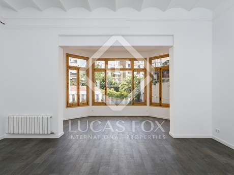 160m² apartment with 65m² terrace for rent in Eixample Left