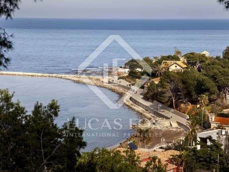 Villa with sea views for sale in Denia