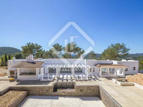 5-bedroom villa with a garden for sale near Santa Eulalia