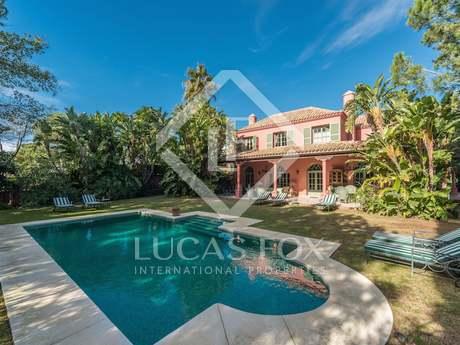 Classic 5-bedroom villa for sale in La Chapas, Marbella