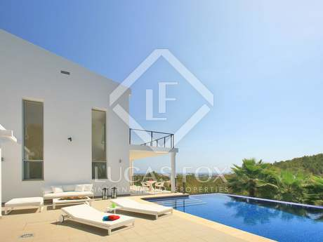 Luxury villa for sale in front of Javea Bay, with sea views