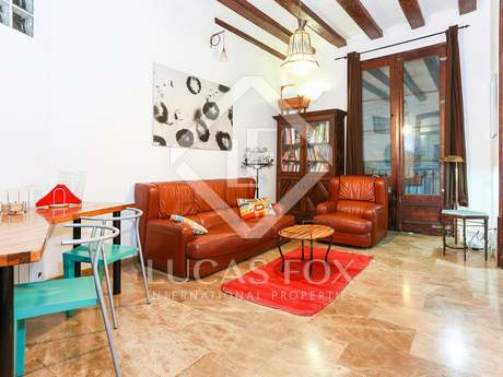 Property divided into 2 apartments for sale in Barcelona