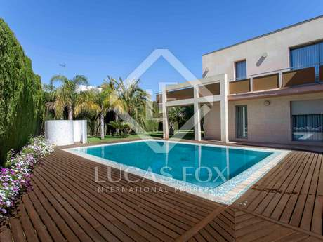 Chalet moderno con piscina en venta en Campolivar, Godella