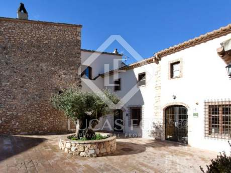 4 country houses set in vineyards for sale near Sitges