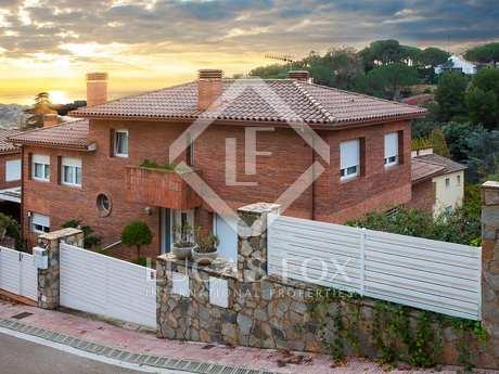 Espaciosa casa familiar con jardín en venta en Nova Alella