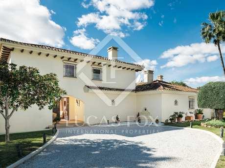 Frontline golf villa for sale in Nueva Andalucia, Marbella