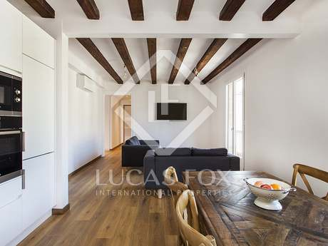 3-bedroom fourth floor apartment for rent in Gothic quarter