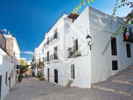 Renovated 3-bedroom townhouse for sale in Dalt Vila, Ibiza