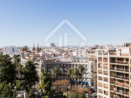 Chic penthouse for sale in the prestigious Gran Via area