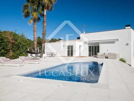 Excelente villa moderna con piscina en venta en Mataró
