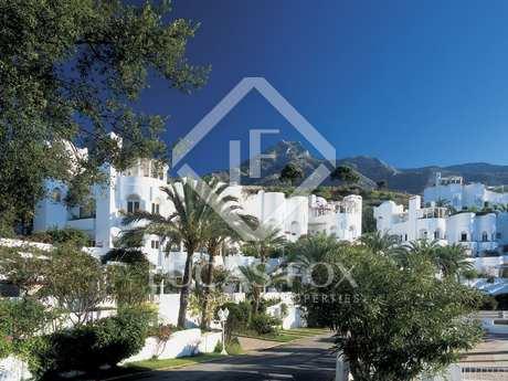 Apartamento con vista al mar en venta en Marbella Hill Club