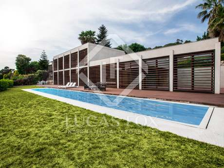 3-bedroom house with garden and pool to buy in Vallromanes