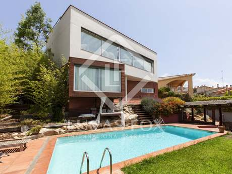 Large family house with a garden and pool for sale, Sitges