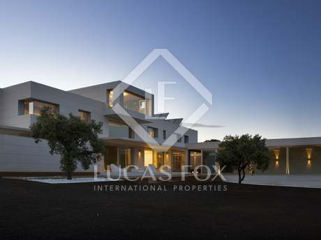 Luxury 4-bedroom house for sale in Madrid surroundings