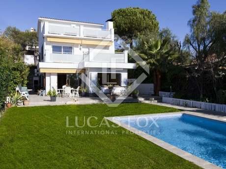 Casa con piscina y vista al mar en venta. Vallpineda, Sitges