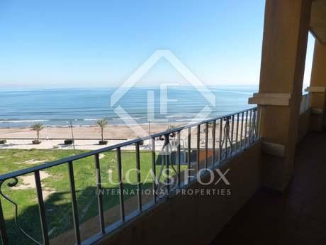 Apartamento en venta frente a la playa cerca de Valencia