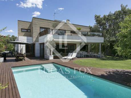 Villa de 459m² con 49m² de terraza, en venta en Sant Cugat