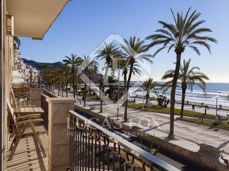 4-bedroom seafront apartment for sale in Sitges centre