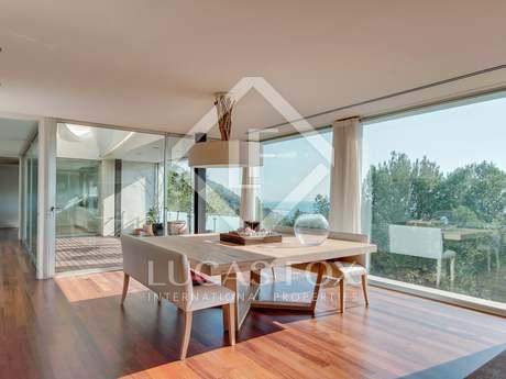 545 m² modern villa with sea views for sale in El Garraf