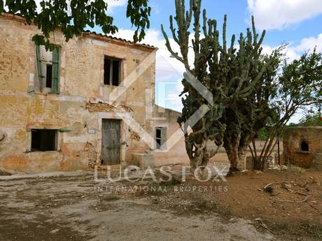 Country property to buy in South Mallorca to renovate