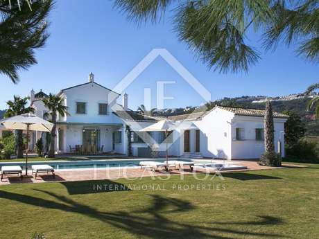 Marbella Hillside house for sale, near the beach