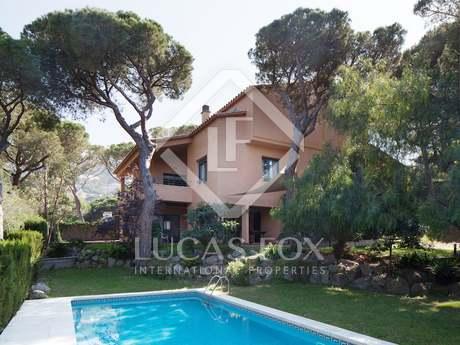 Villa en venta en Cabrils, en la costa del Maresme, España