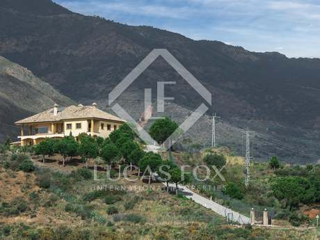 Villa for sale set on a plot of 61,000m² in Estepona
