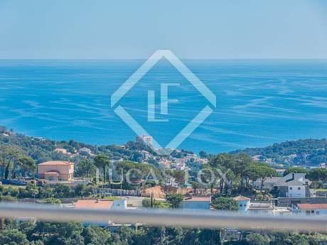Villa with garden and sea views to buy in Lloret de Mar