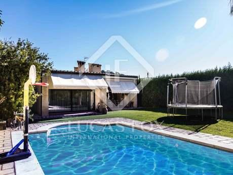 Mediterranean-style villa for sale in exclusive Monasterios