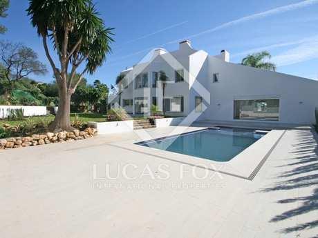 Modern 5-bedroom golf villa to buy in Aloha, Nueva Andalucia
