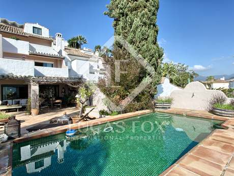 Casa adosada de 4 dormitorios en venta en Nueva Andalucía