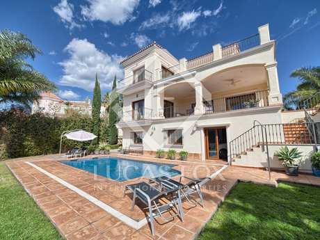 Villa for sale in La Alqueria Golf, Benahavis