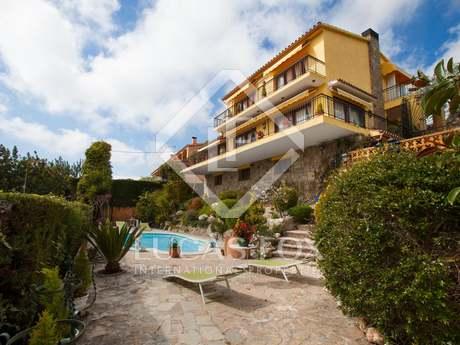 Casa familiar de 3 plantas en venta en Cabrils, Maresme