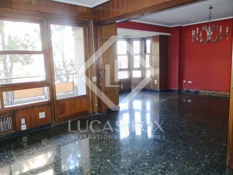 En venta piso amplio en la Gran Vía Marqués del Turia