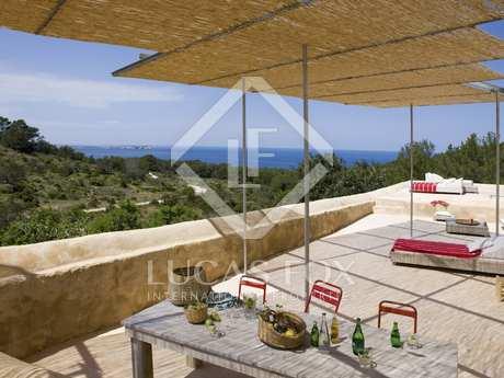 Auténtica finca restaurada en venta en Cala Salada, Ibiza