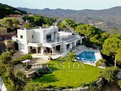 Villa con jardín y vistas al mar en venta en Lloret de Mar