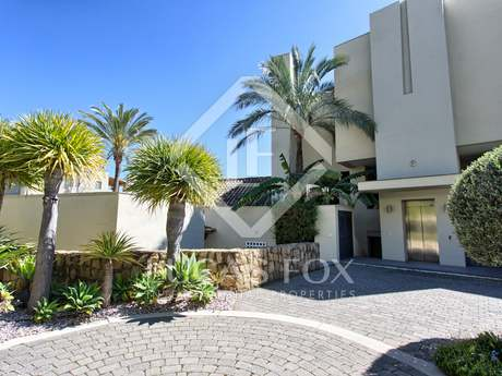 200m² apartment with 53m² terrace for sale in East Marbella