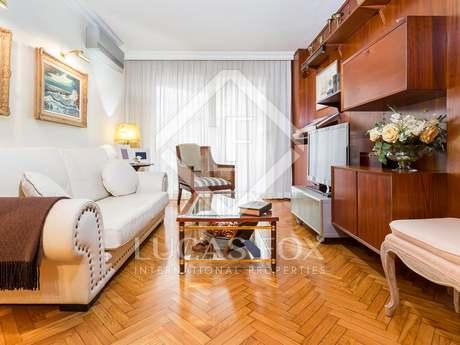 Apartamento de 4 dormitorios con balcón en venta en Provença