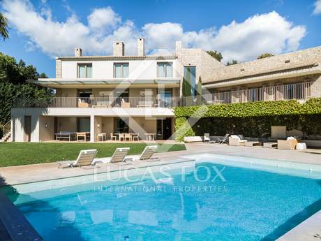 Luxury home to buy on large plot in Santa Barbara, Valencia