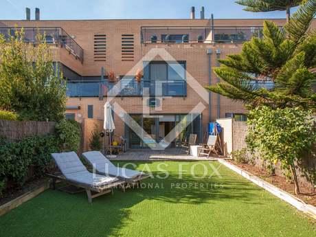 Casa moderna de 5 dormitorios con jardín en venta en Cabrils