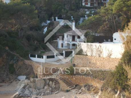 First line house for sale in Lloret de Mar, Costa Brava