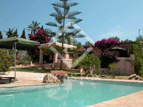 Casa de 4 dormitorios con jardín y piscina en venta en Ibiza