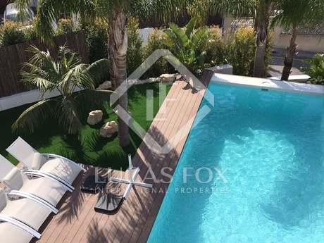 Moderna casa de 5 dormitorios en venta en Levantina, Sitges