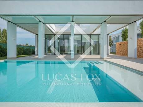 4-bedroom luxury home with a pool in Caldes de Malavella