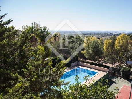 Classic stately villa for sale located in Alfinach, Valencia