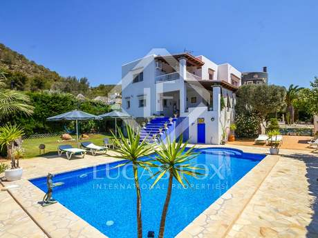 Impresionante villa de 5 dormitorios en venta cerca de Ibiza